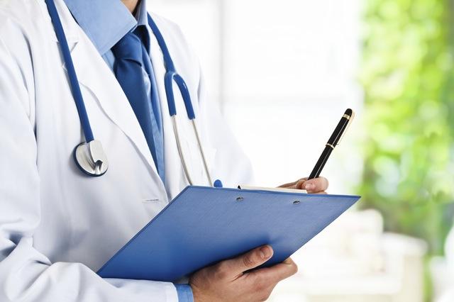 על היחסים (המורכבים) שבין רופאים לחברות תרופות